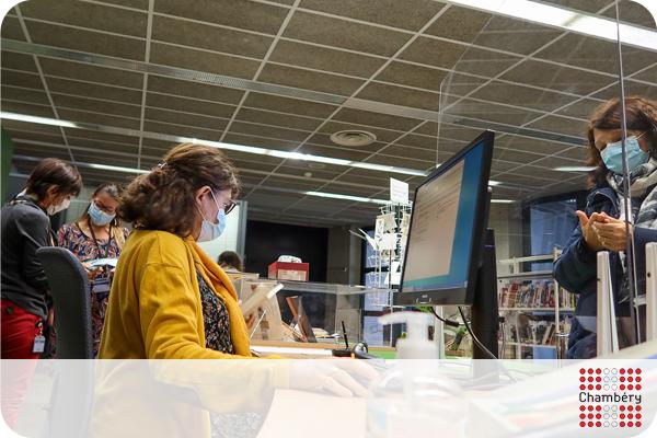 Accueil des lectrices et lecteurs à la Médiathèque Jean-Jacques Rousseau